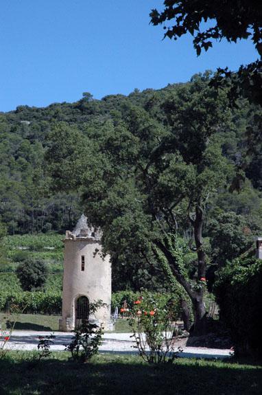 Ch teau la roque our wines kermit lynch wine merchant for Chateau la roque